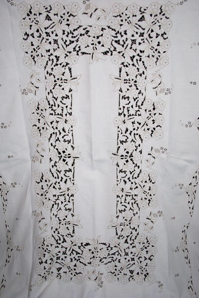 Vintage 49\u201d x 75\u201d Hand Embroidered Tablecloth Cutter Quality Muslin