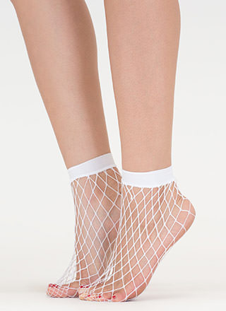 There's Plenty Of Fishnet Ankle Socks