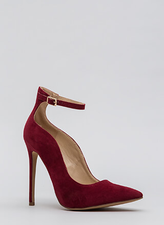 Sensual Curves Pointy Faux Suede Heels