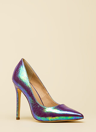 Holographic Figure Pointy Scaled Pumps