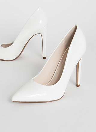 A Classic Pointy Faux Patent Pumps