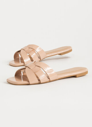 Pretty Feet Looped Faux Patent Sandals