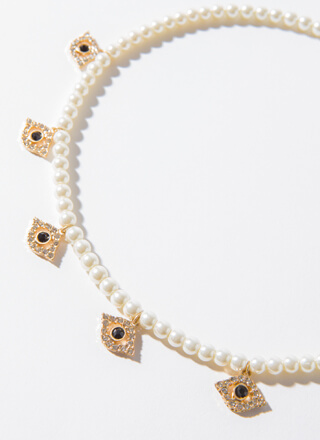 All Eyes On You Faux Pearl Necklace