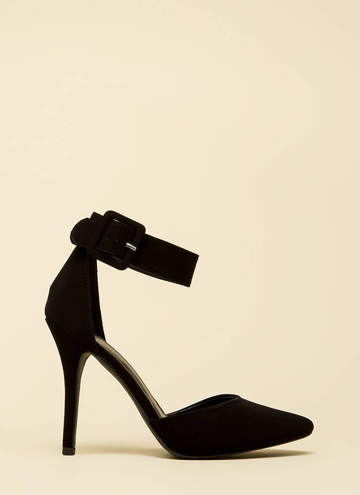 Point The Way Buckle Pumps BLACK