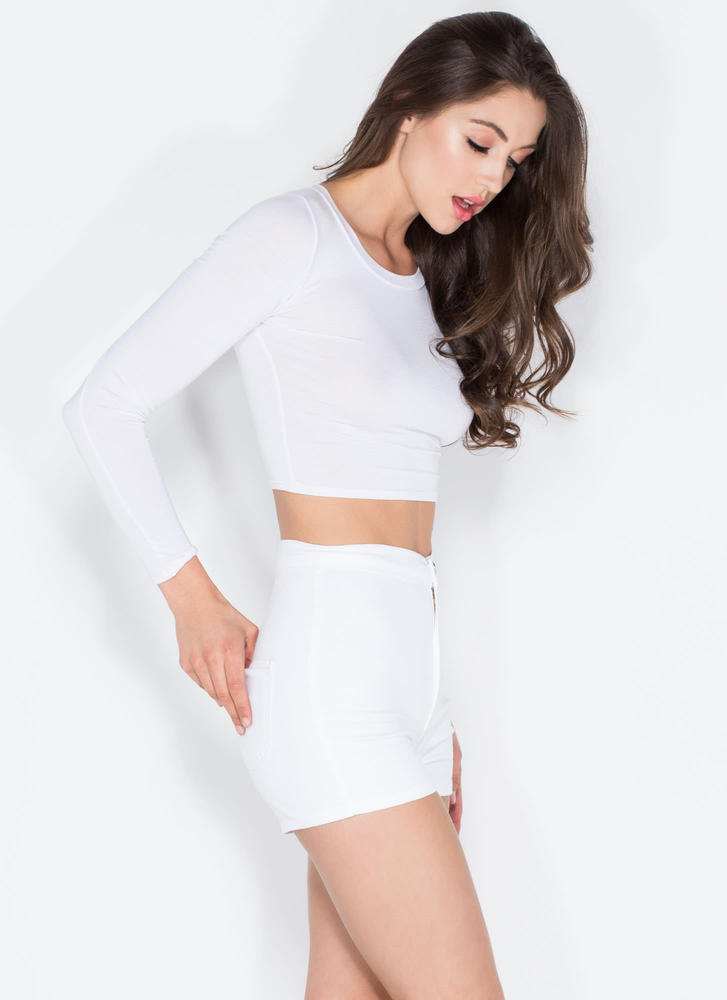 On A High-Waisted Shorts WHITE