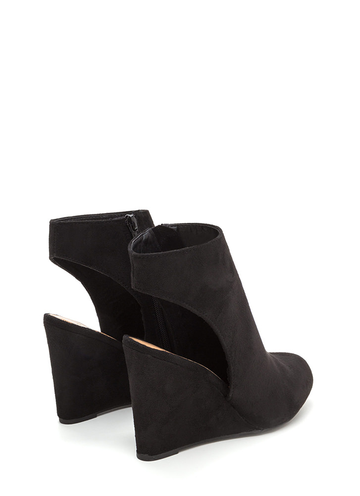 Back At It Again Cut-Out Wedges BLACK