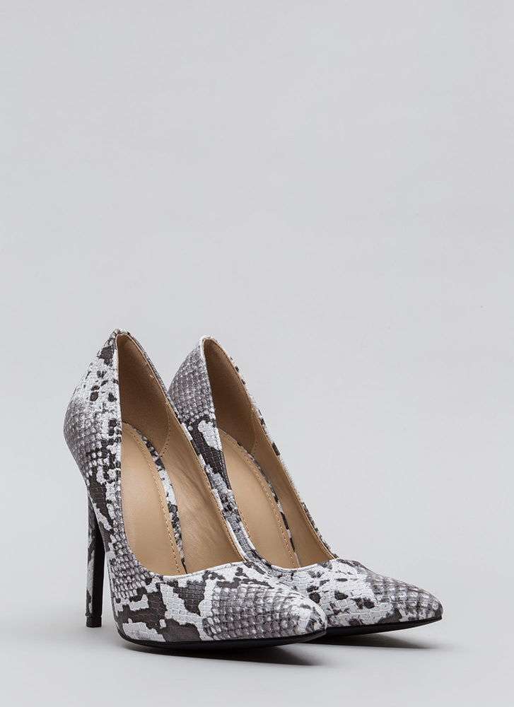 Snake Out Tonight Reptile Scale Pumps BLACK