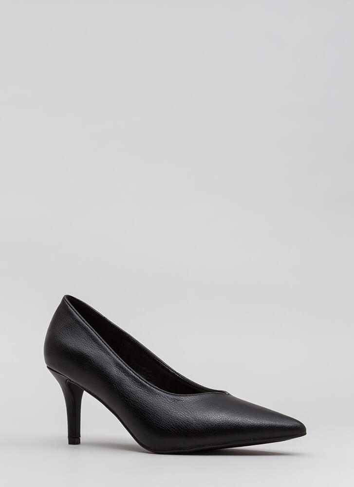 Short To The Point Faux Leather Pumps BLACK