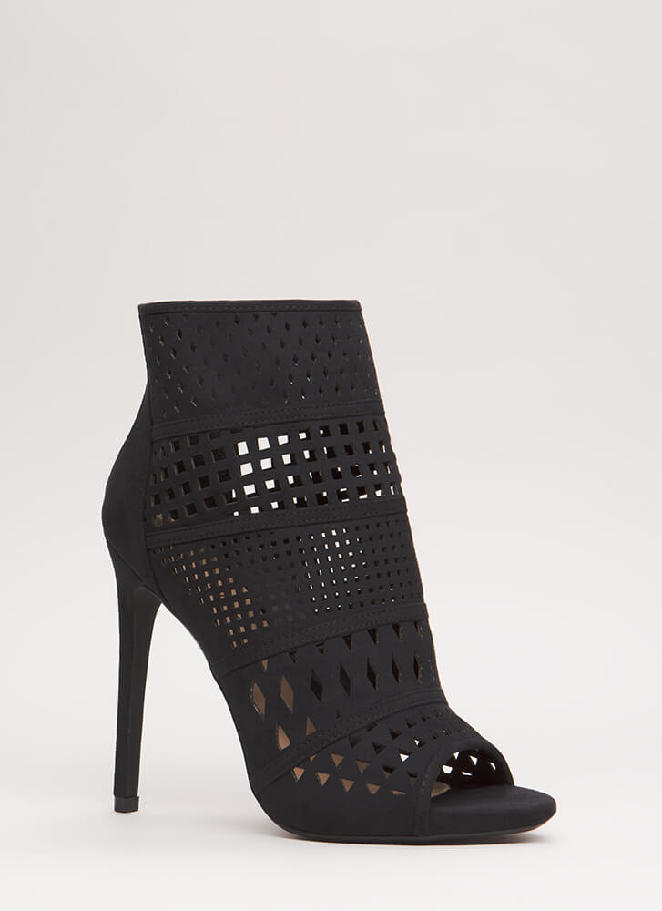 Cut-Out For This Peep-Toe Booties BLACK