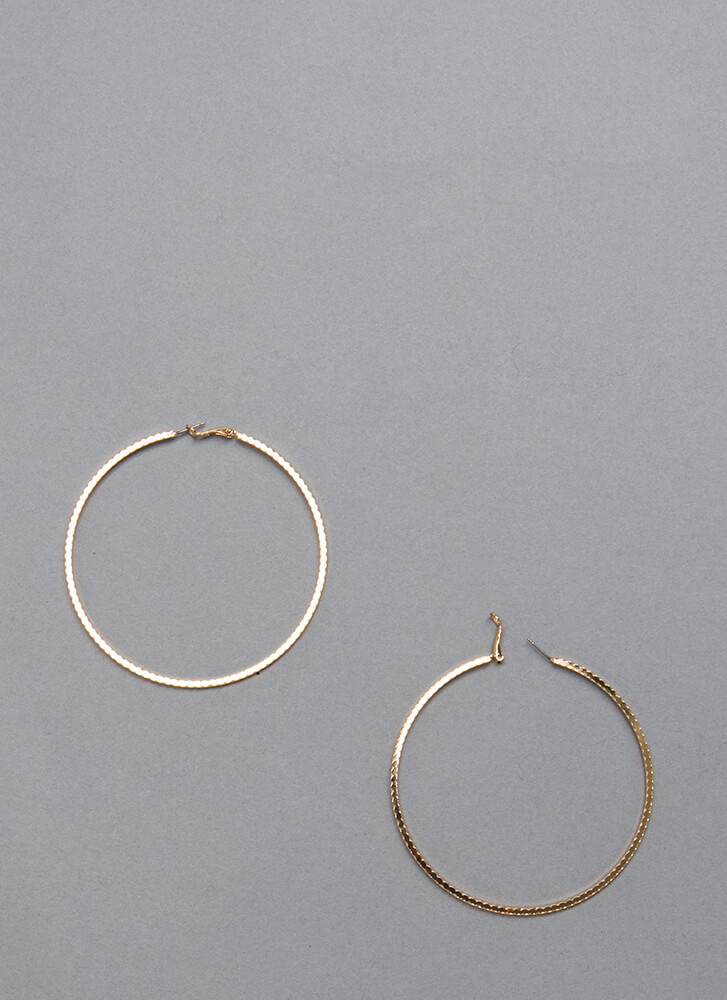 Round It Out Scalloped Hoop Earrings GOLD