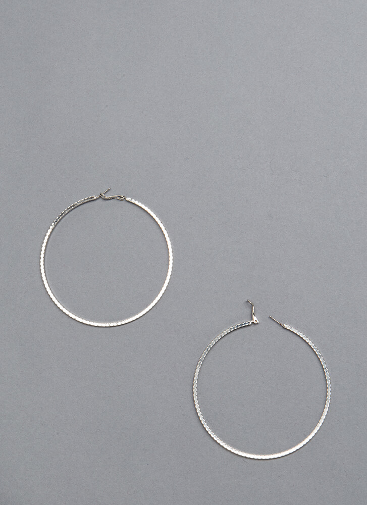 Round It Out Scalloped Hoop Earrings SILVER