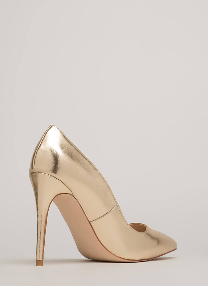 Point Blank Range Metallic Pumps GOLD
