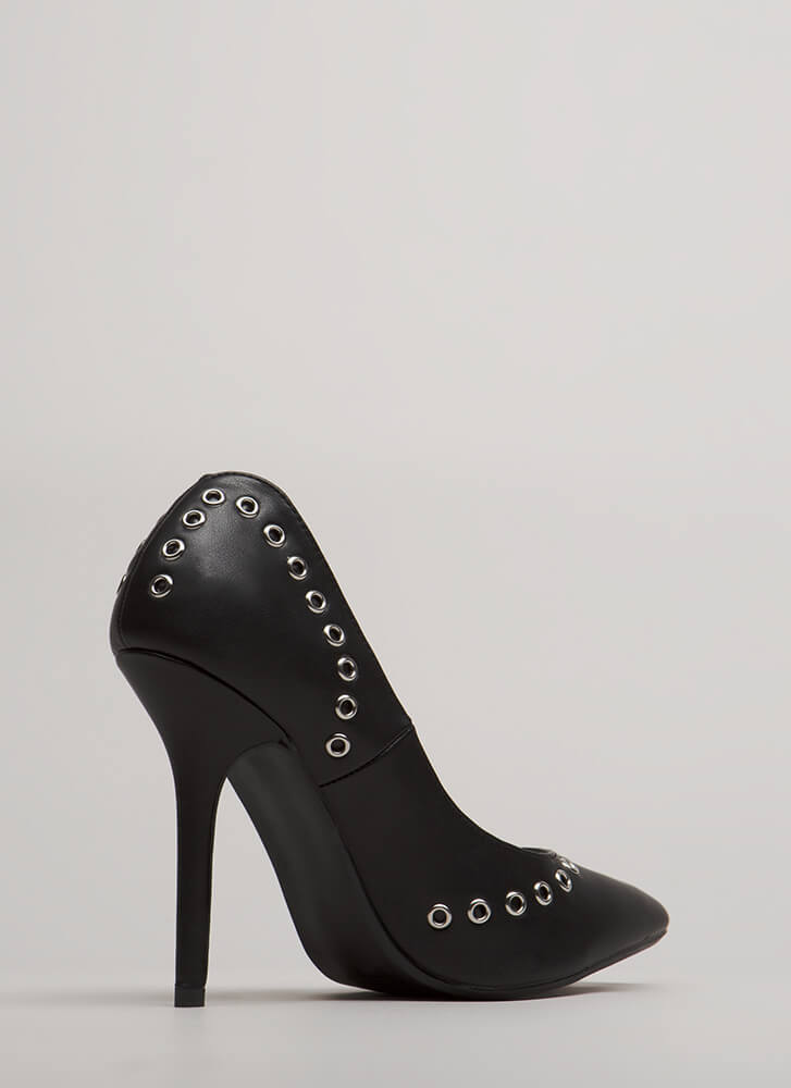 Hot Hardware Pointy Grommet Pumps BLACK