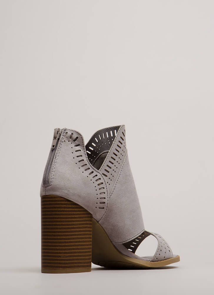 Cut-Out For These Block Heel Booties LTGREY