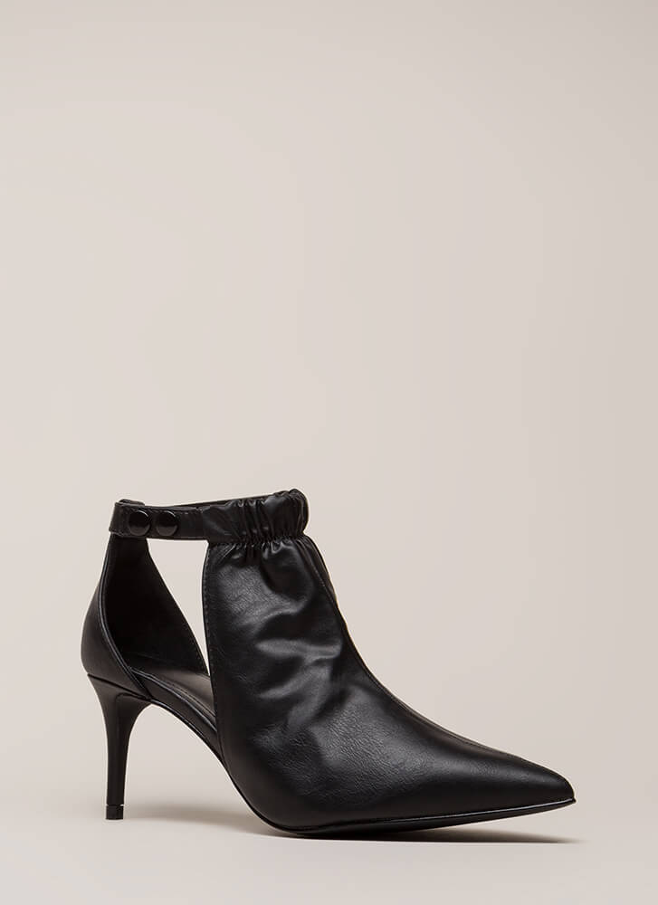 World Traveler Pointy Cut-Out Heels BLACK