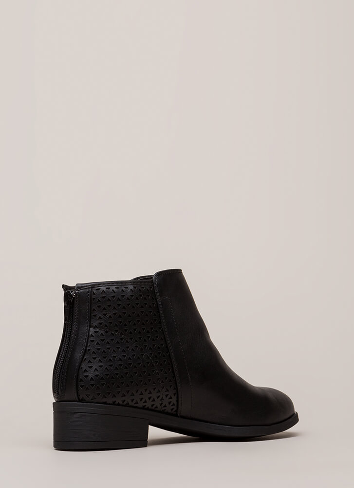 Chic Up Latticed Block Heel Booties BLACK