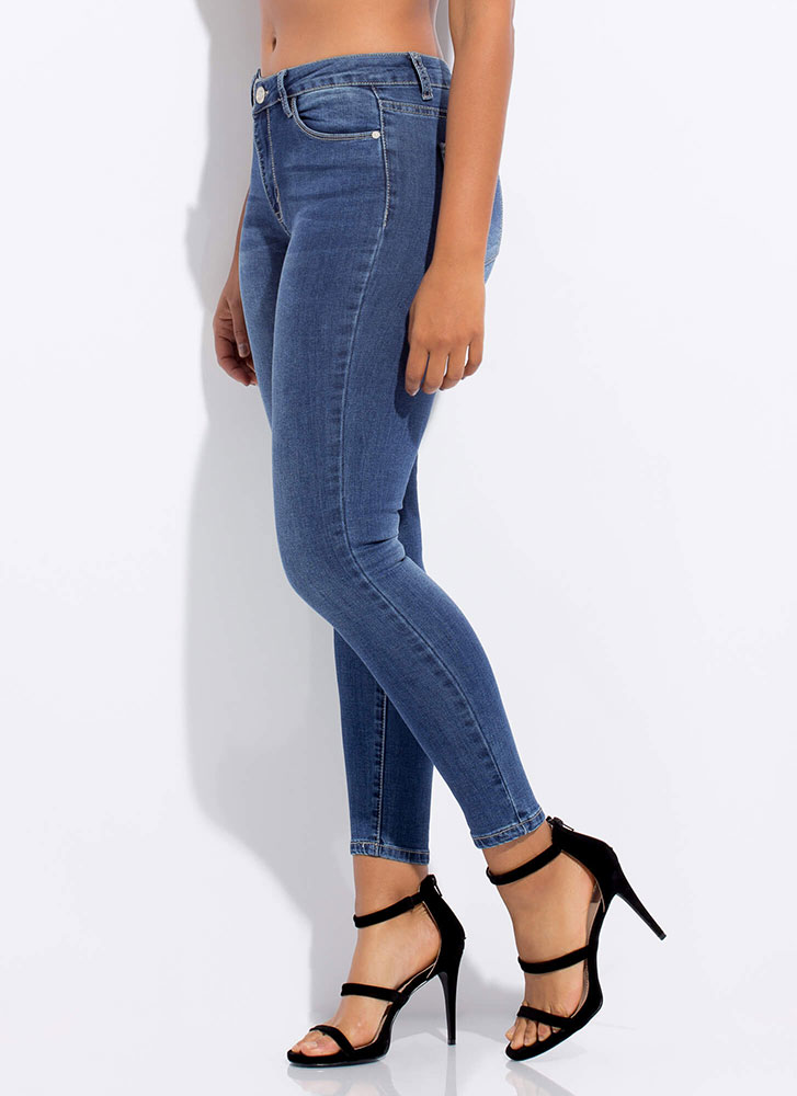 The Essentials Mid-Rise Skinny Jeans MEDBLUE