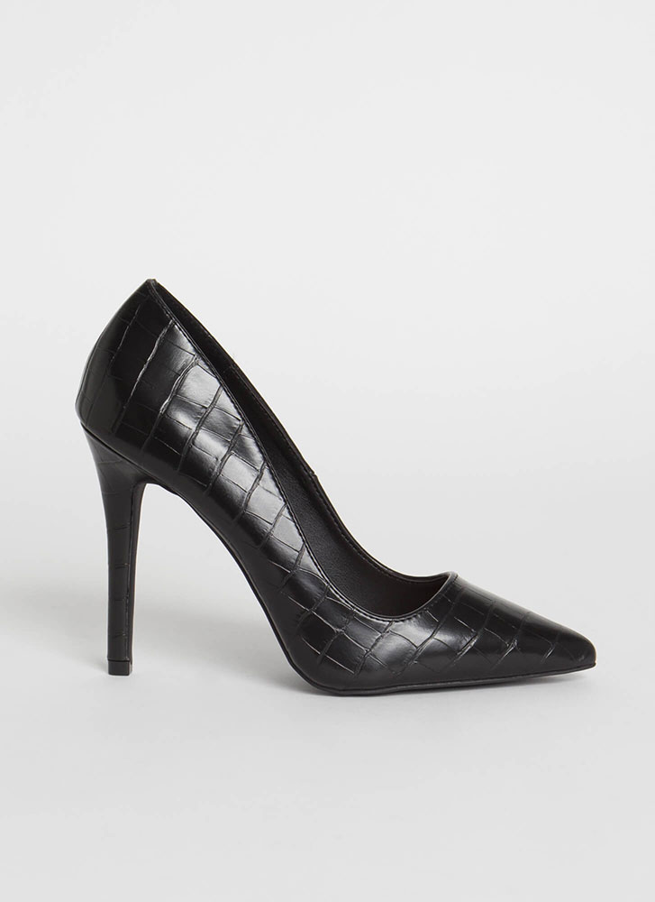 All Signs Point To Faux Crocodile Pumps BLACK