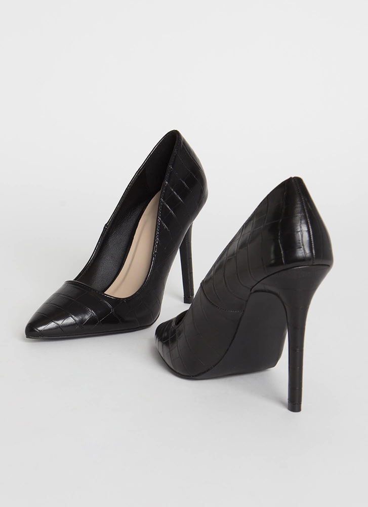 All Signs Point To Faux Crocodile Pumps BLACK (Final Sale)