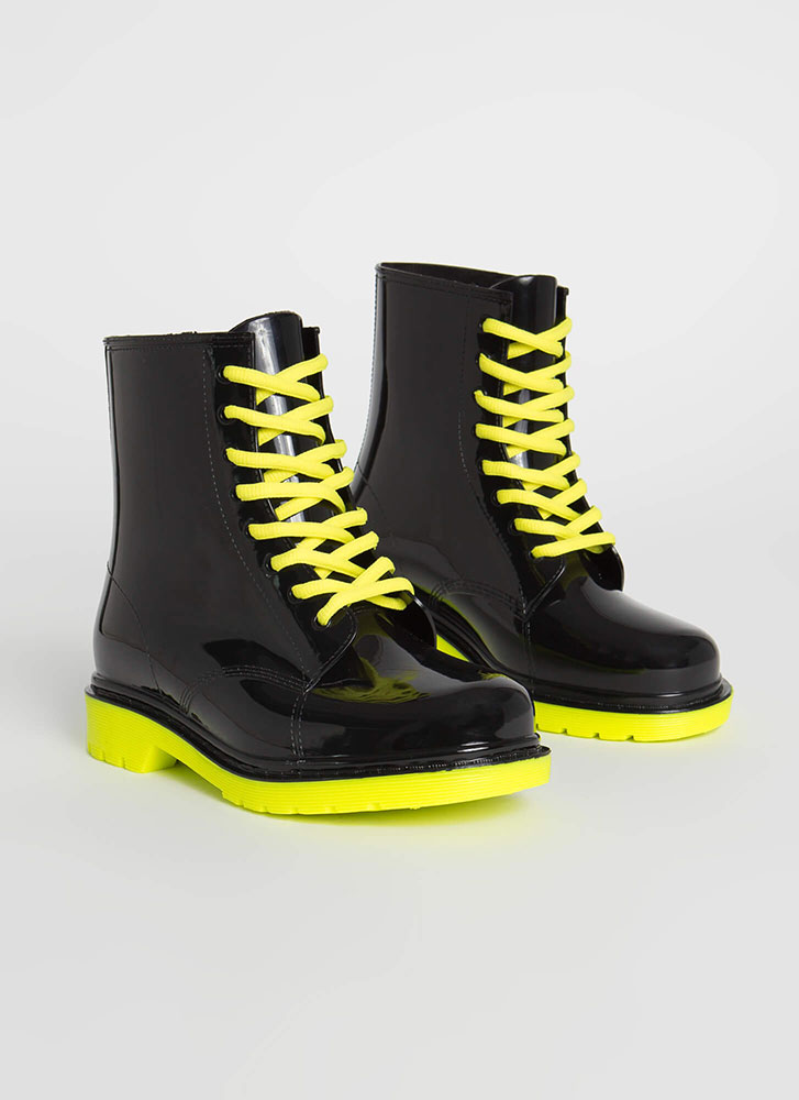 Too Cool For School Glossy Lace-Up Boots NYELLOW
