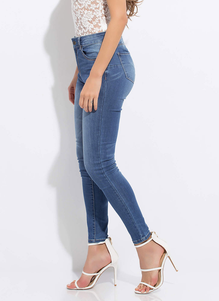 Peach Me A Lesson Butt-Lift Skinny Jeans MEDBLUE