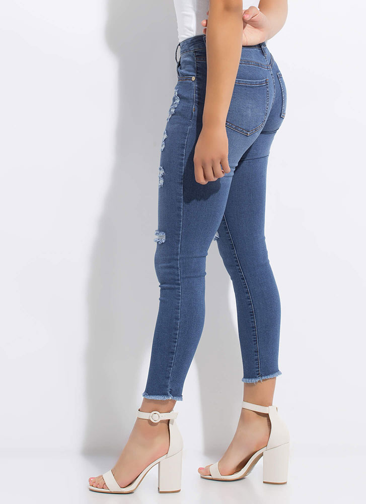 Perf Distressed Cut-off Skinny Jeans DKBLUE