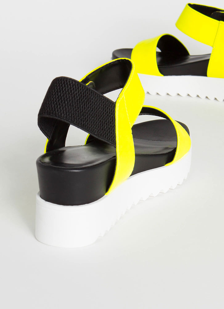 Big Time Faux Leather Wedge Sandals NYELLOW
