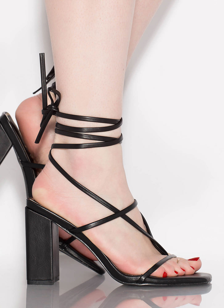 Thong Number Chunky Lace-Up Heels BLACK