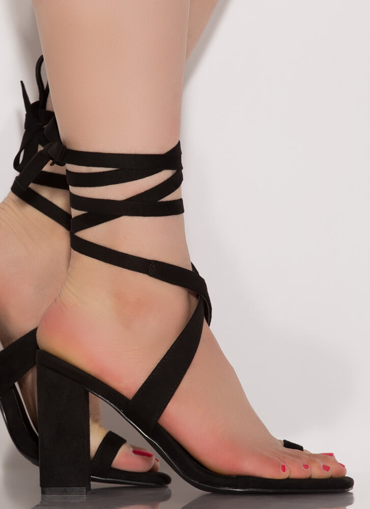 Tippy Toes Lace-Up Chunky Heels BLACK