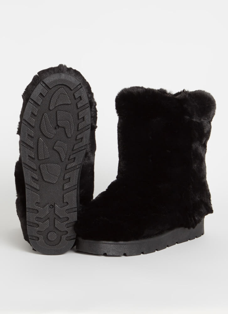 Cold Comfort Short Chunky Faux Fur Boots BLACK