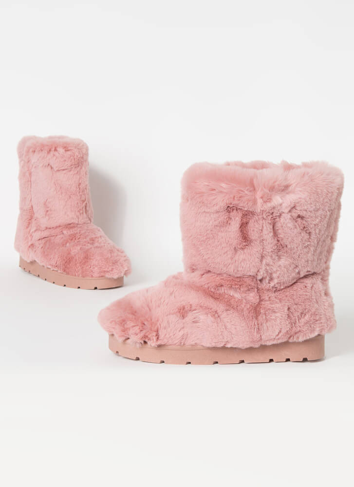 Cold Comfort Short Chunky Faux Fur Boots BLUSH