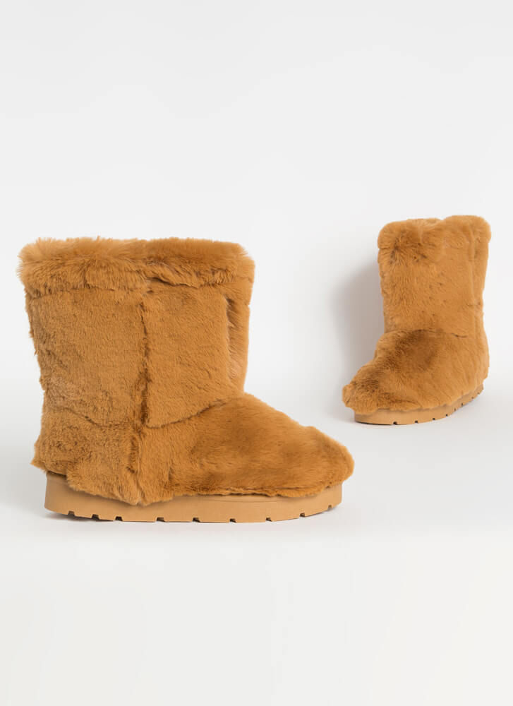 Cold Comfort Short Chunky Faux Fur Boots DKCAMEL