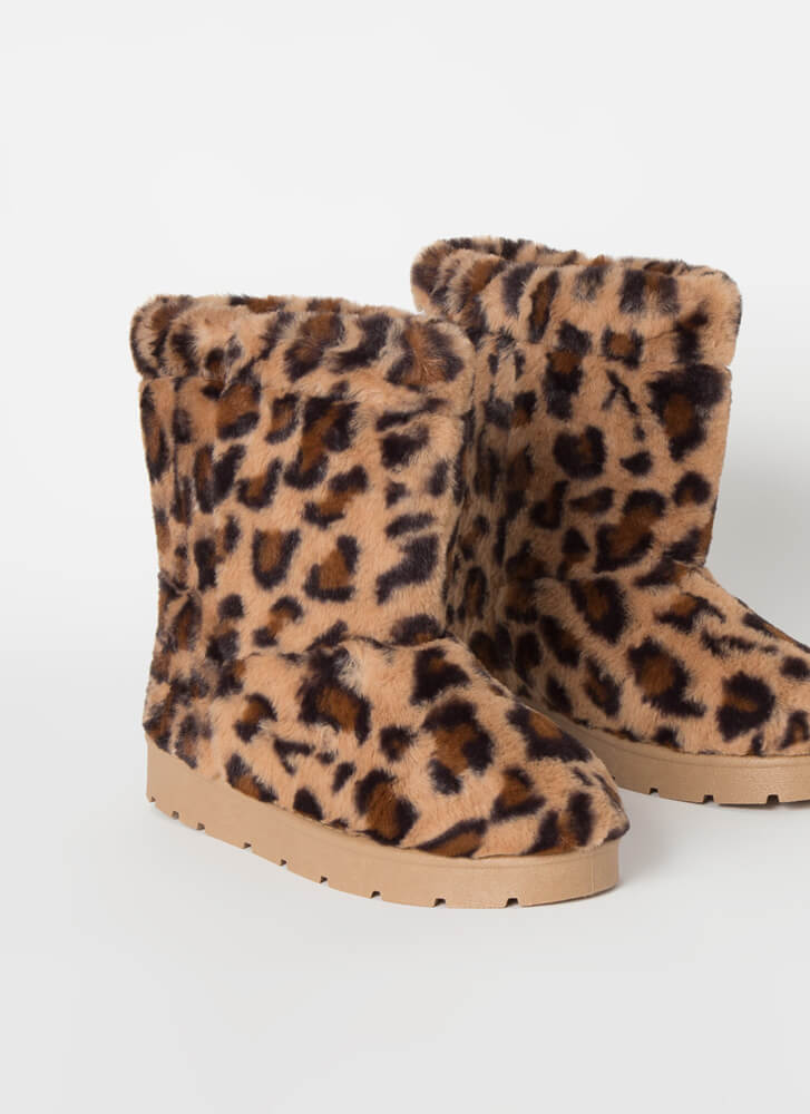 Cold Comfort Short Chunky Faux Fur Boots LEOPARD