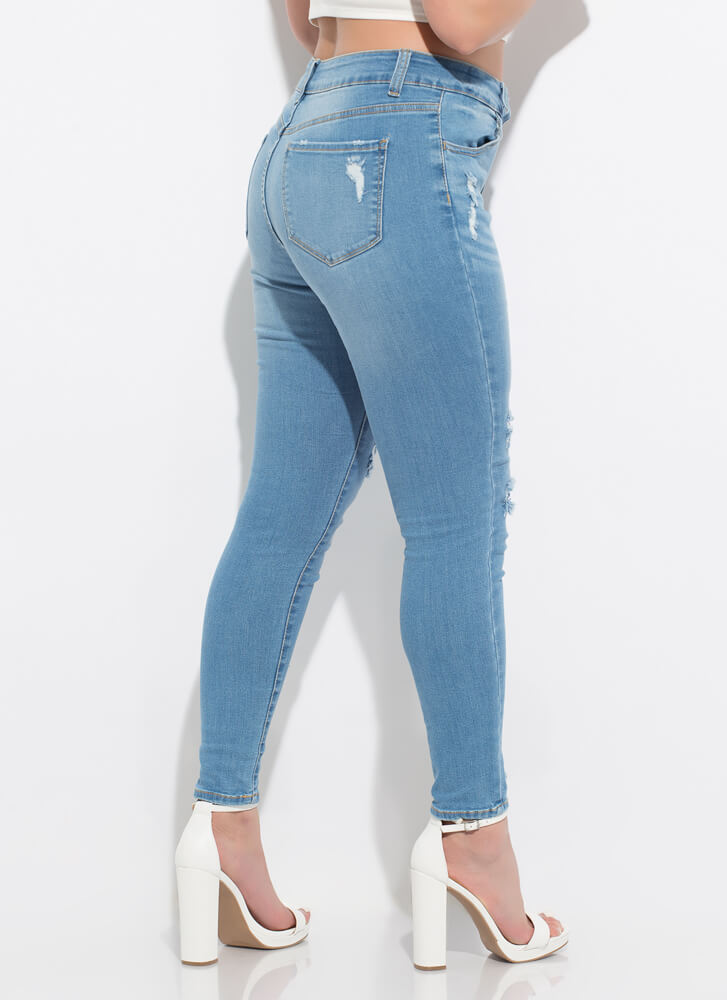 Peekaboo Distressed Patched Skinny Jeans LTBLUE