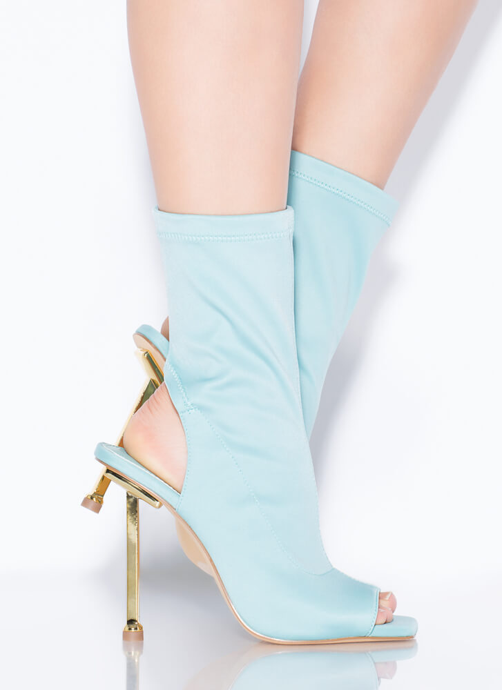Time To Heel Cut-Out Peep-Toe Booties MINT