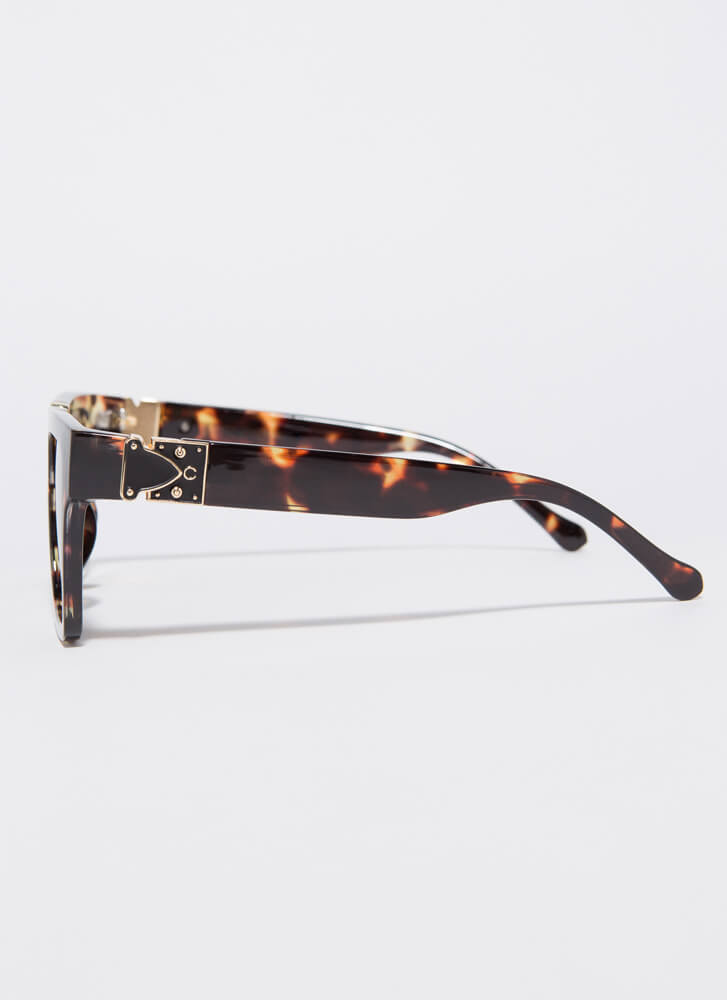 V Your Own Person Squared Sunglasses BROWN