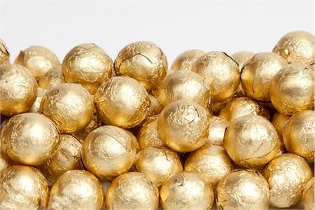 Gold Foiled Milk Chocolate Balls (25 Pound Case)