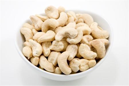 Raw Whole Cashews - 320 Count (10 Pound Case)