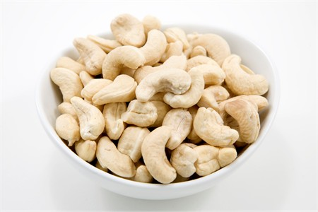 Raw Whole Cashews - 320 Count (25 Pound Case)