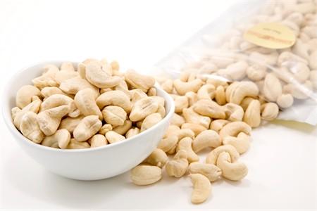 Raw Whole Cashews - 320 Count (4 Pound Bag)