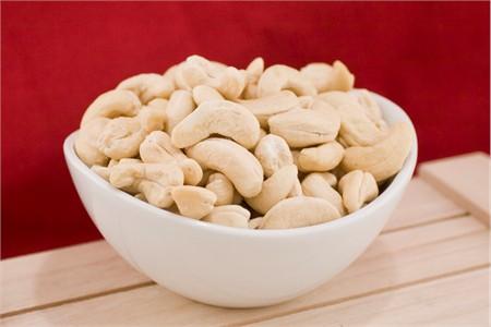 Raw Large Cashews (4 Pound Bag)
