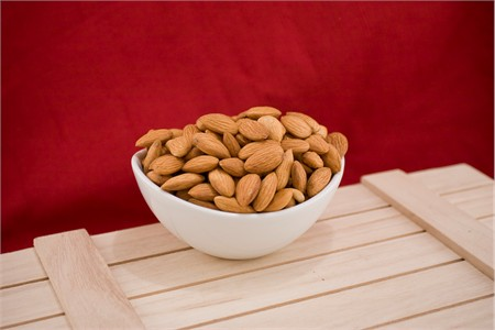 Roasted 27/34 California Almonds (4 Pound Bag)