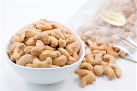 Roasted Whole Cashews - 320 Count (4 Pound Bag)