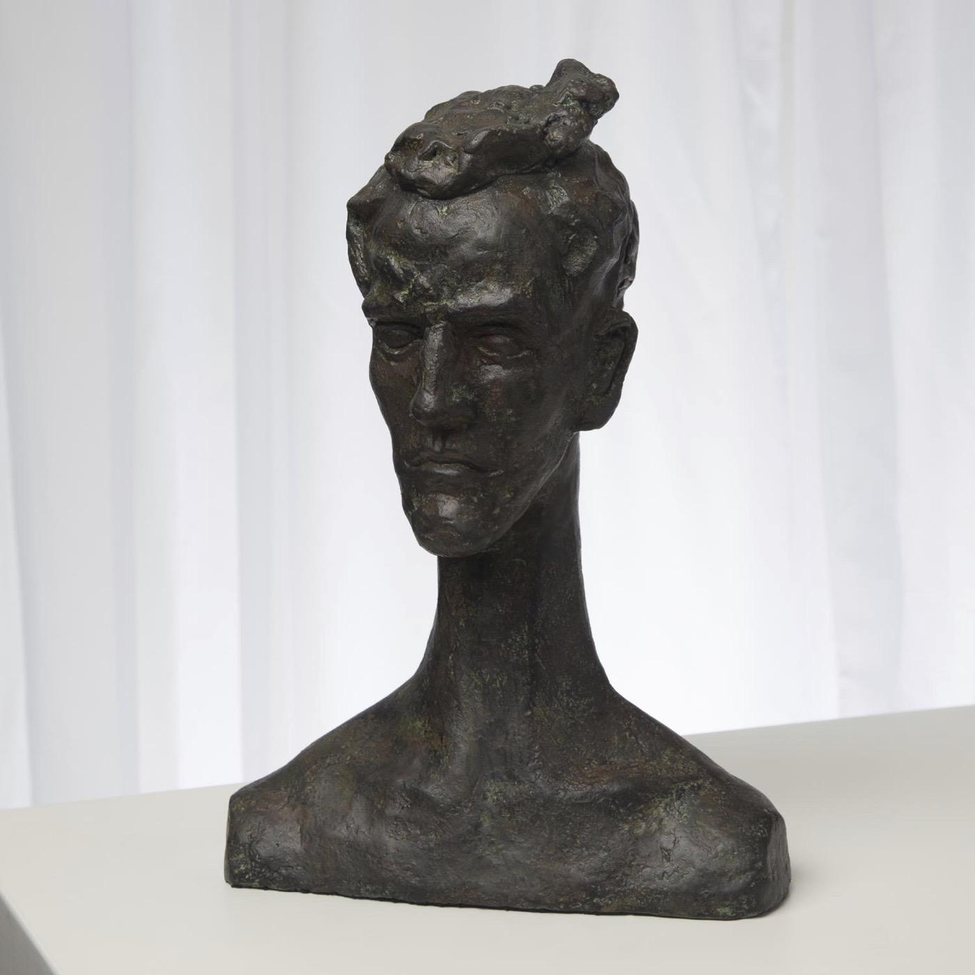 Homme Bronze Sculpture | Longneck